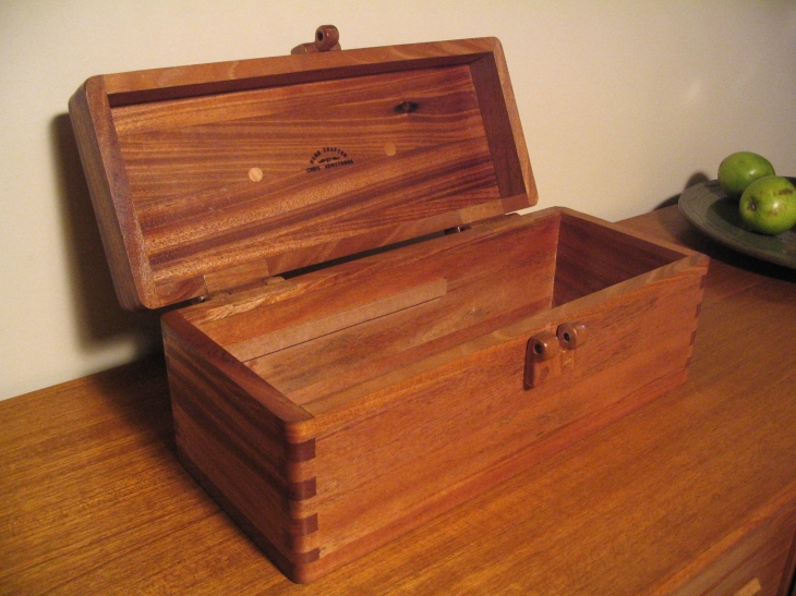 Wooden jewellery box woodworking project — top wood plans